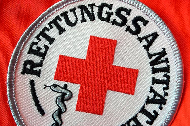 Rettungssanitäterin  Rettungssanitäterin wurde als Auszubildende bezahlt - S+K Verlag ...